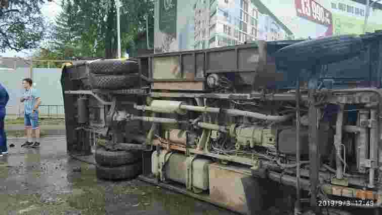 Біля Львова маршрутка із пасажирами потрапила у ДТП і перекинулась