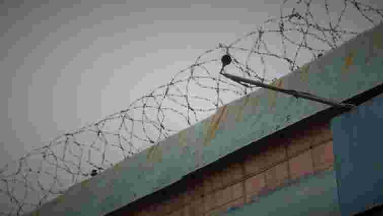 У виправній колонії на Львівщині, з якої втекли двоє в'язнів, виявили режимні порушення