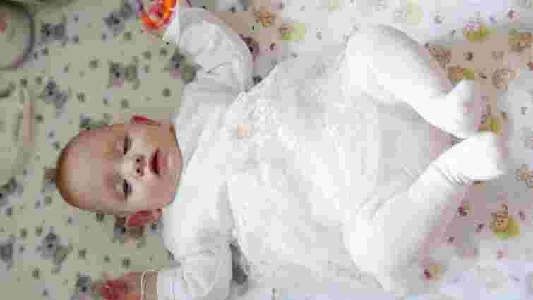 Однорічна дівчинка-сирота з львівського будинку дитини потрапила в реанімацію