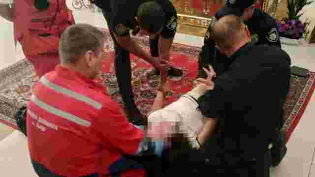 21-річна львів'янка намагалась порізати собі вени у церкві