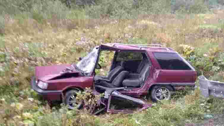 На Сколівщині рятувальники вивільнили з автомобіля водія, який травмувався внаслідок ДТП