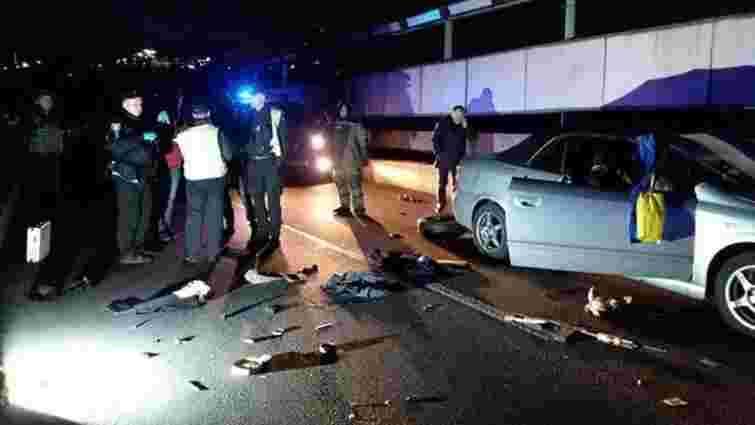 Поліція оприлюднила відео затримання псевдомінера на мосту Метро в Києві