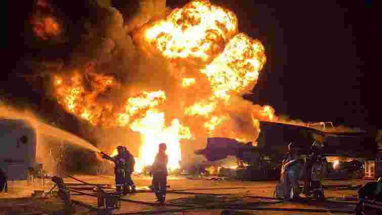 Вночі у Києві згоріли дев'ять автомобільних цистерн з бензином