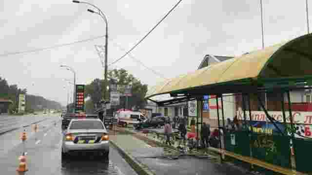 Поліцейський на «євробляхах» врізався в зупинку громадського транспорту у Броварах, є загиблі