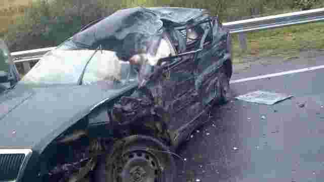 Внаслідок ДТП з вантажівкою на трасі у Козьовій загинув 28-річний водій