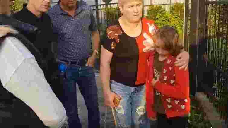 Покинуту батьками 11-річну Валерію віддали під опіку дідуся