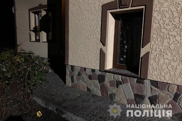 Невідомі кинули дві гранати на подвір'я жителя Калуша (фото поліції)