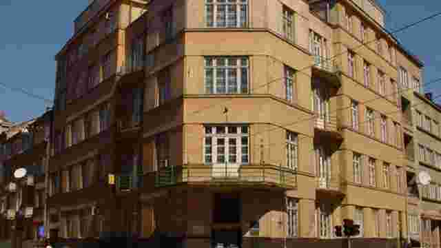 Вартість оренди кабінету забору крові у львівській поліклініці зросла на аукціоні у 16 разів