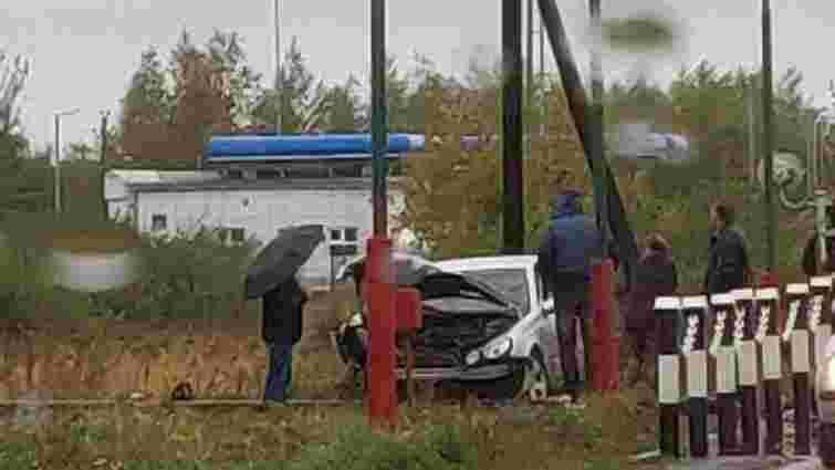 На Львівщині нетверезий 19-річний водій на залізничному переїзді в'їхав у тепловоз