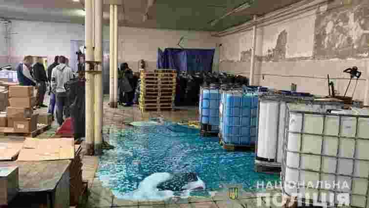 На Закарпатті правоохоронці вилучили 100 тонн фальсифікованої побутової хімії