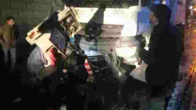 Вночі у центрі Львова сміттєвоз збив світлофор та два дорожні знаки