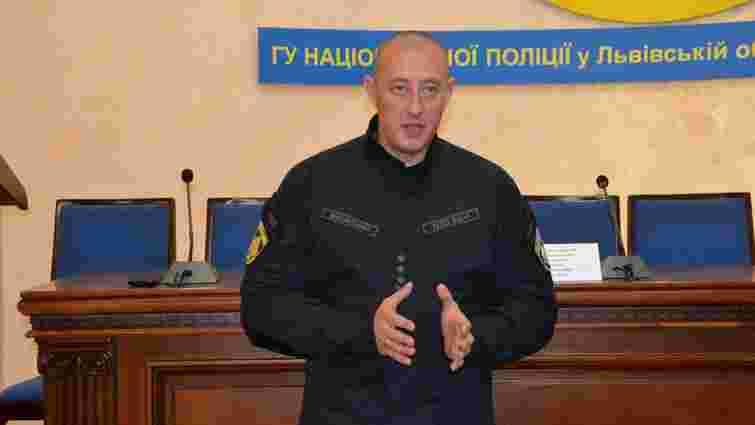 Начальник львівської поліції дав 3000 грн з власного гаманця на ремонт воріт у відділку