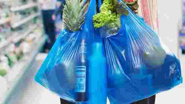 Уряд зробив перший крок до обмеження використання в Україні пластикових пакетів