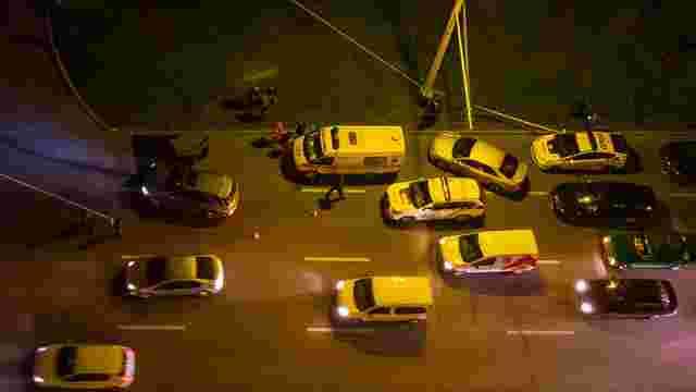 На набережній у Дніпрі розстріляли автомобіль: водій загинув на місці