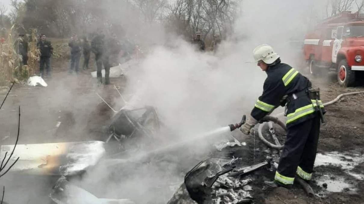 Вертоліт Кутового впав на присадибну ділянку, фото ГУ ДСНС у Полтавській області