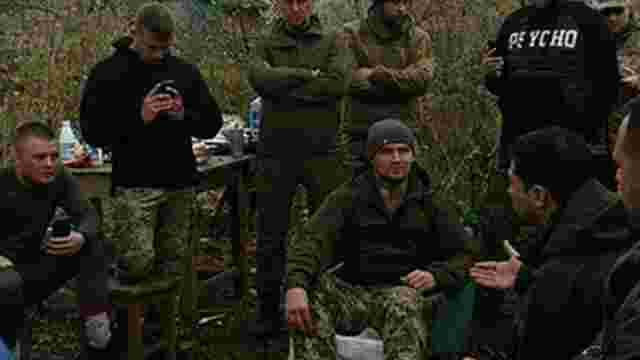 Ветерани-добровольці вивезли зброю із Золотого у супроводі поліції