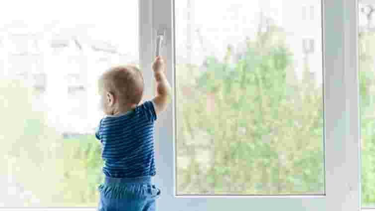 5-річна дівчинка зі своїм 2-річним братом випали з вікна лікарні на Одещині