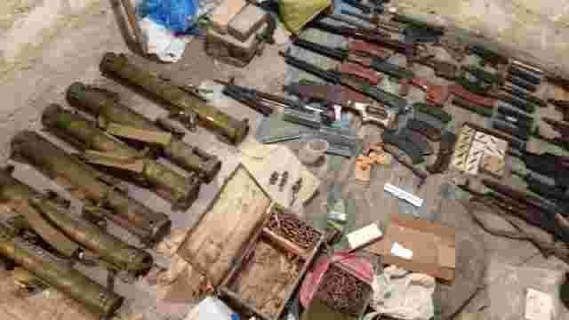 Поліція показала арсенал зброї кілера, який вчинив стрілянину біля супермаркету в Харкові