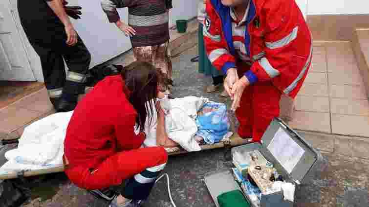 Біля Львова літній чоловік впав у 18-метровий колодязь і вижив