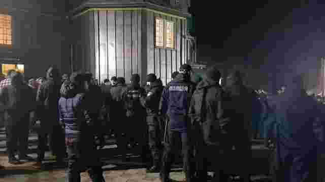 Прихожани УПЦ МП розпилили сльозогінний газ у церкві з вірянами ПЦУ на Буковині