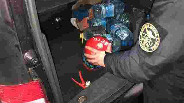 Мешканець Львівщини намагався перевезти до Польщі 5 кг бурштину у вогнегаснику