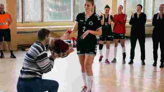 Львівська гандболістка отримала пропозицію руки та серця після переможного матчу
