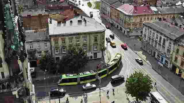 На площі Кропивницького у Львові трамвай збив нетверезого пішохода