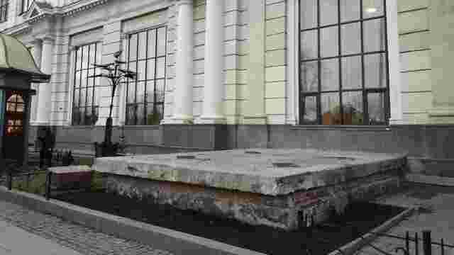 Залізничники демонтували каплицю біля львівського вокзалу