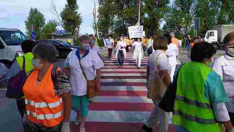 Працівники психлікарні заблокували трасу Київ-Чоп у Миколаївському районі
