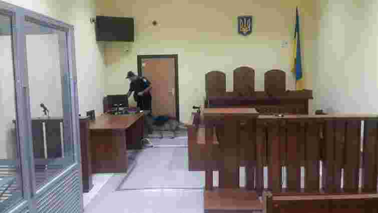 З трьох львівських судів евакуювали людей через повідомлення про замінування