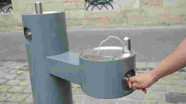 У центрі Львова запрацював перший фонтан з питною водою