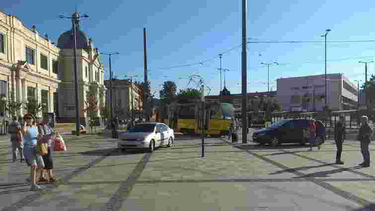 Порушників паркування на площі Двірцевій штрафуватимуть посилені патрулі поліції