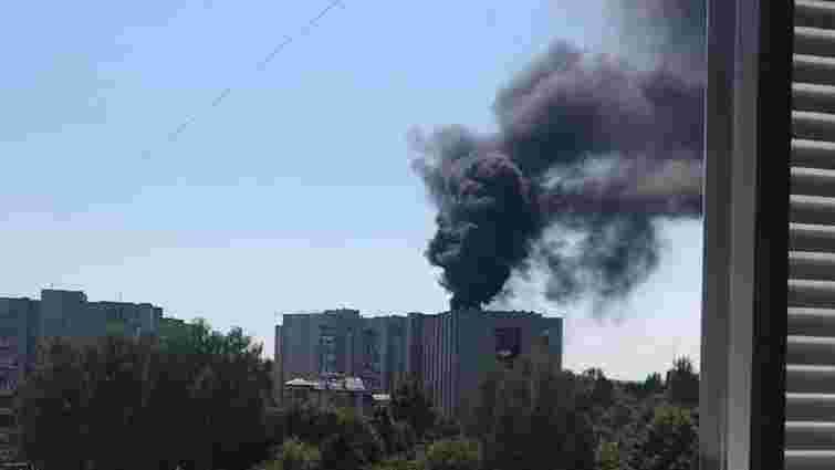 На вулиці Любінській виникла пожежа на даху житлової дев'ятиповерхівки