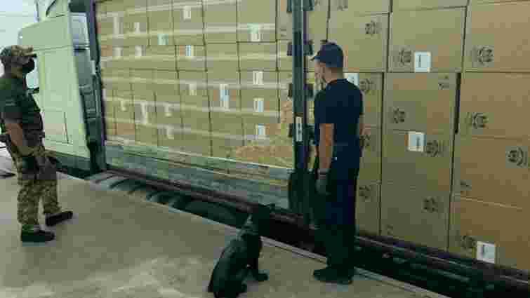 Прикордонники затримали партію контрабандних сигарет на 7 млн грн