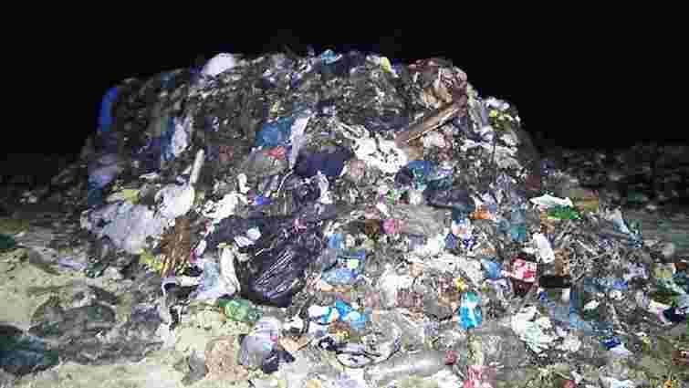 На Вінниччині виявили 5 вантажівок із львівським сміттям