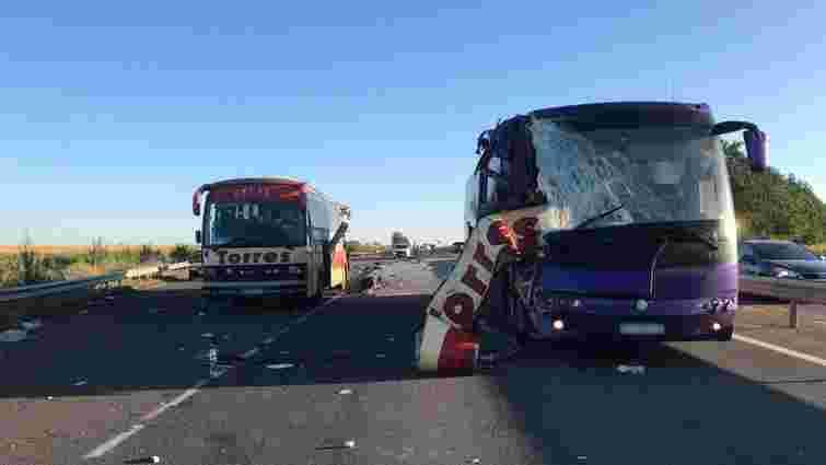 Двоє людей загинули внаслідок зіткнення автобусів на трасі Київ – Одеса