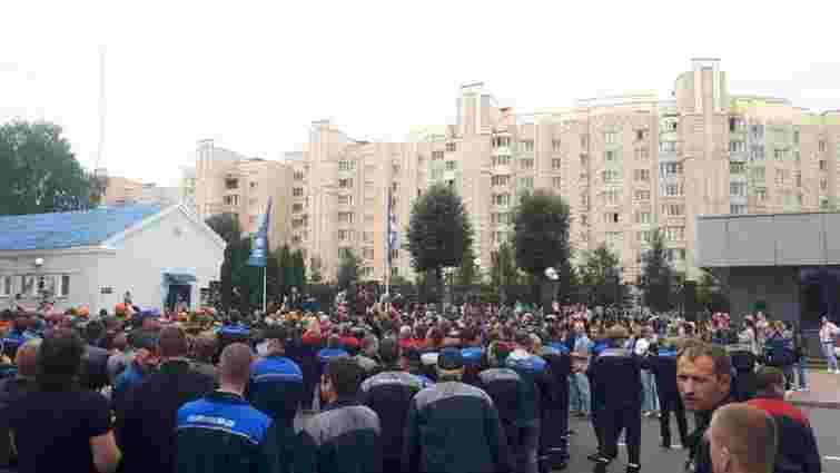 У Білорусі страйкують працівники найбільшого автозаводу БелАЗ