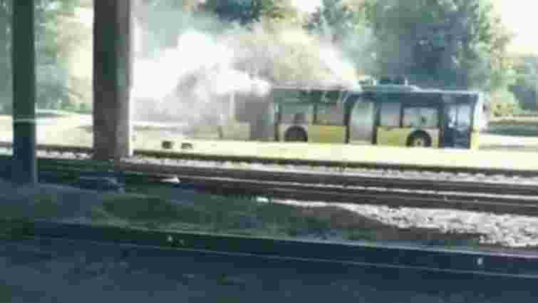 Біля львівського аеропорту загорівся тролейбус маршруту №27