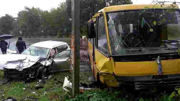 У ДТП з маршруткою на трасі Львів – Рава-Руська постраждали троє людей