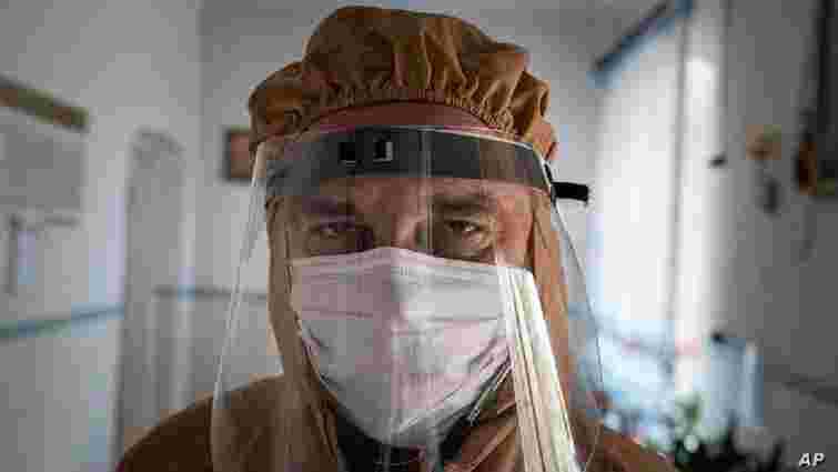 Помер лікар з Тернопільщини, відомий за білбордами «Дякуємо за життя»