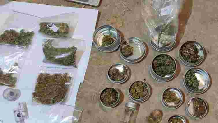 Під час обшуків поліція знайшла у наркоторговця 2 кілограми марихуани