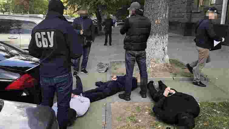 У Києві затримали шахраїв, які продавали посади помічників нардепів від СН