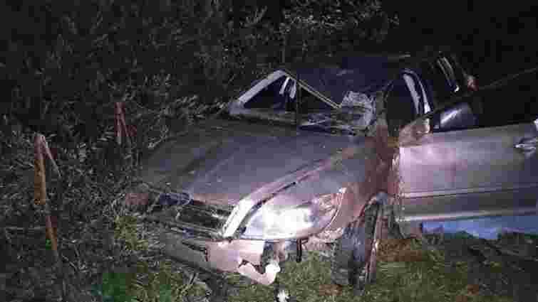 У Турківському районі внаслідок перекидання автомобіля загинув 22-річний водій