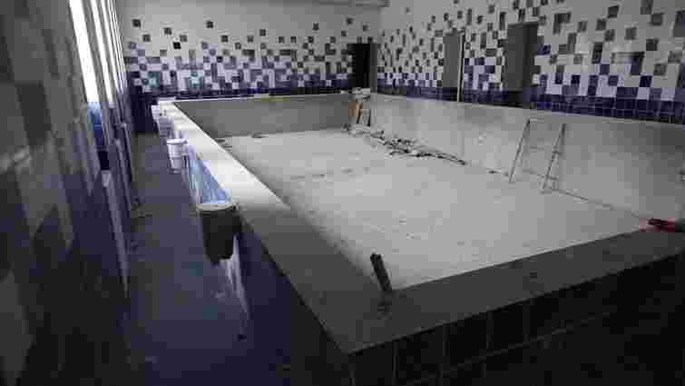 У Винниках проводять капітальний ремонт басейнів у школі і дитсадку