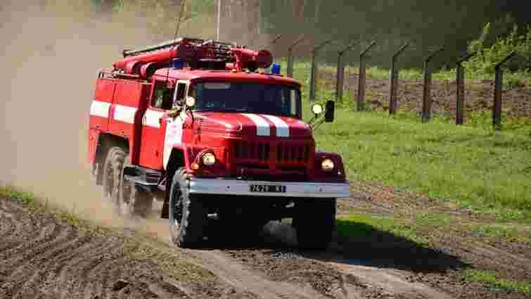 На Луганщині під час гасіння пожежі на міні підірвалася пожежна машина