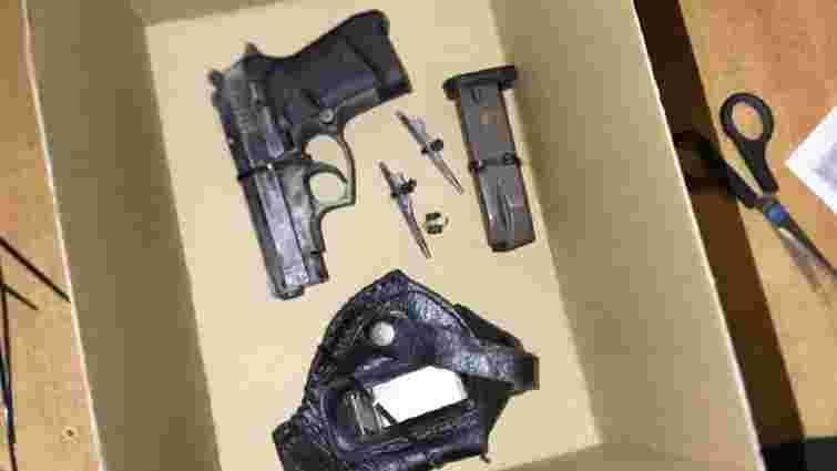 Львівська поліція затримала юнака з пістолетом і деталями від кулемета