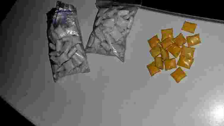 Поліція затримала у центрі Львова хлопця з 116 згортками наркотиків