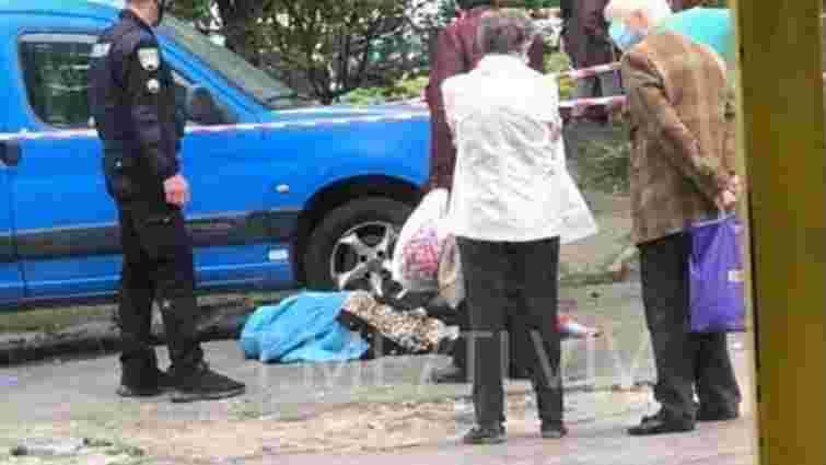 З вікна дев'ятого поверху у Львові випала 88-річна жінка