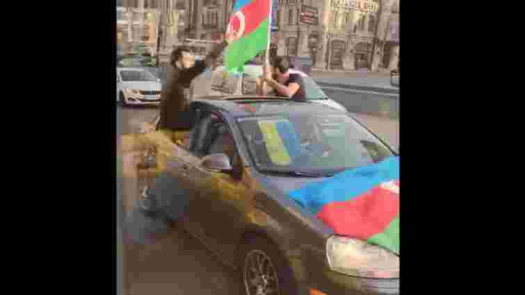 У центрі Києва азербайджанці влаштували стрілянину під час автопробігу