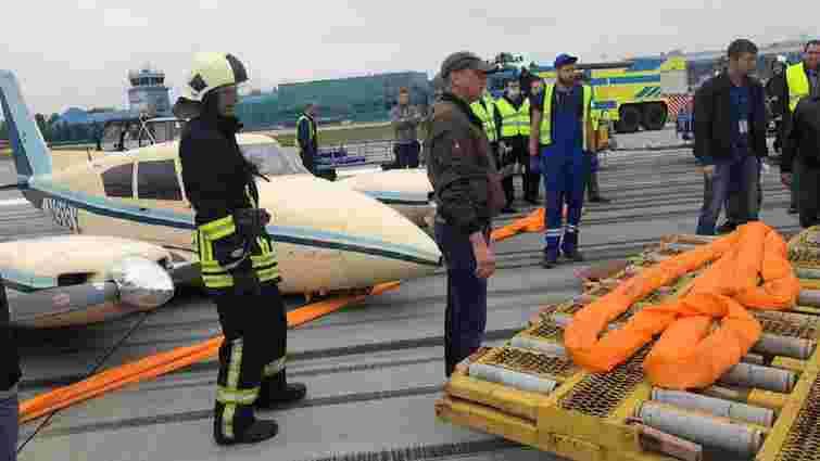 Під час посадки у Львові у приватного літака зламалося шасі